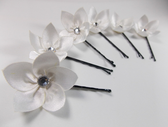 Mini Flores Off White com Strass -Kit 6