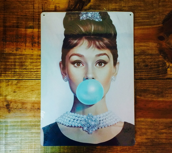 Placa Decorativa Audrey Hepburn Chiclete