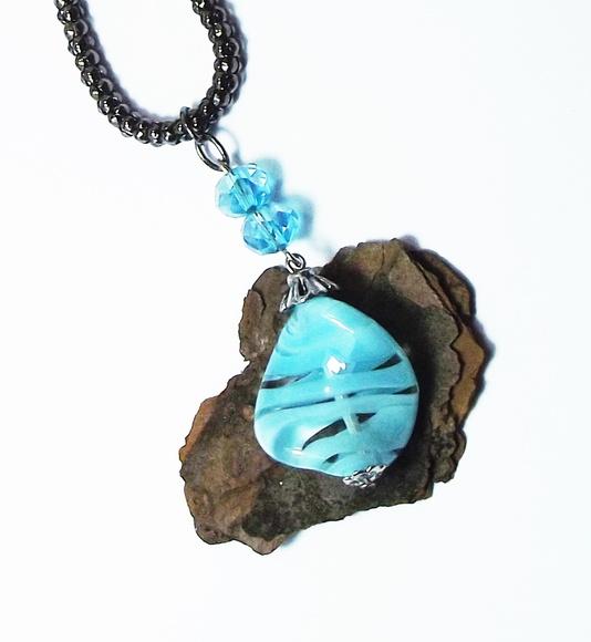 494087d0c6602 Gargantilha de Resina e Cristal Azul   Elo7
