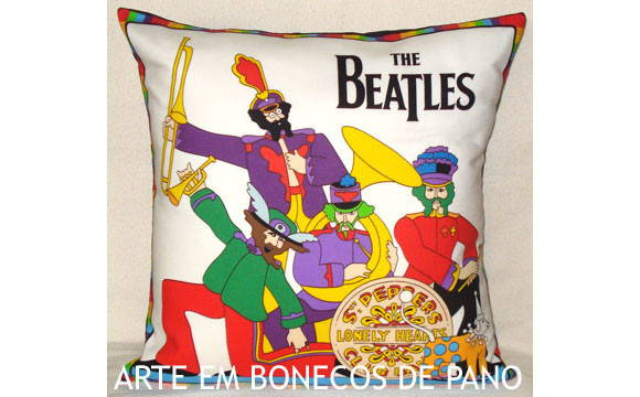 ALMOFADA BEATLES SGT PEPPERS