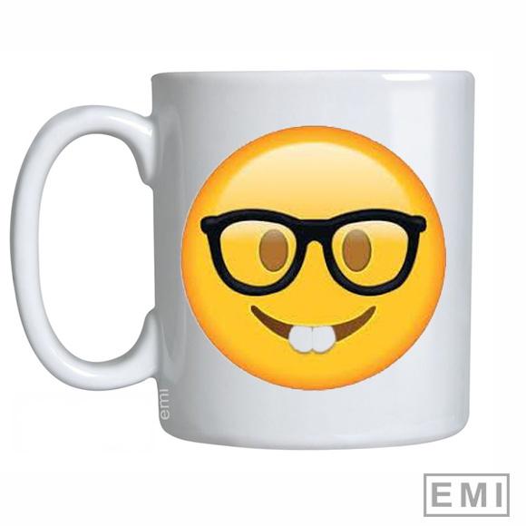 Caneca Emoji Oculos   Elo7 f687e4e3b6