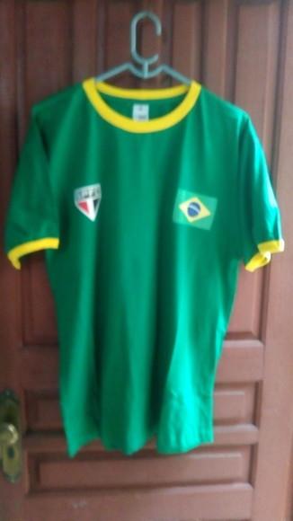 fb548bdb01 Camiseta Brasil Amarela com Veludo