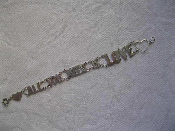 Pulseira All you need is love