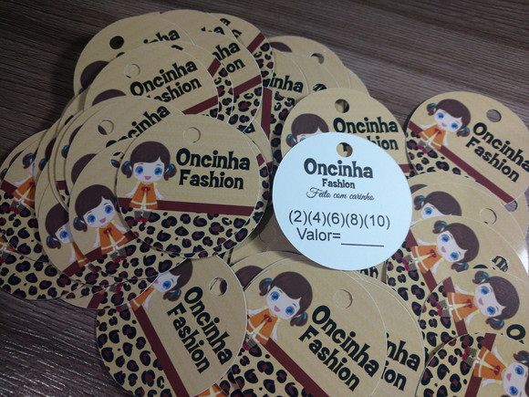 d0e46f69a8 Etiquetas Tags em Papel Fotografico para Roupas com Furo