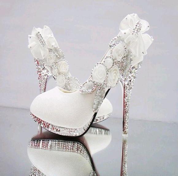 325339e2db Sapato Noiva Branco Cristais Scarpin
