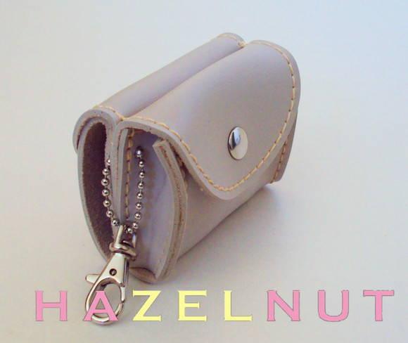 Mini carteirinha Chaveiro Marfim no Elo7   HazelnutHazel (139A14) 8aab1207ae