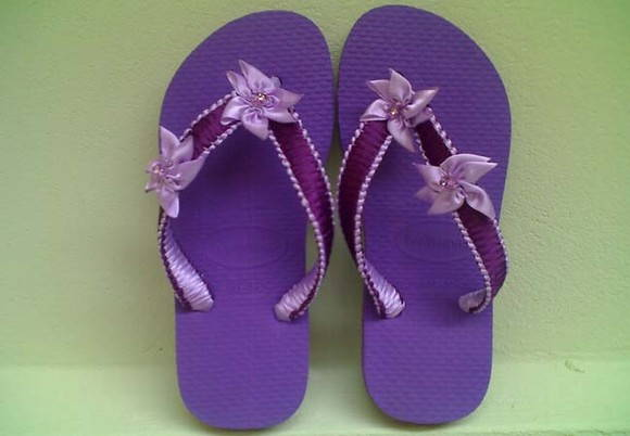 Chinelo decorado com fitas