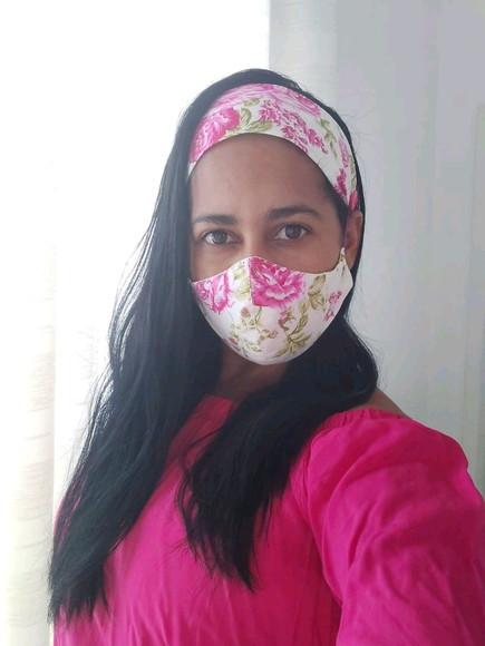 Kit máscara e tiara com botao para prender a máscara tiara