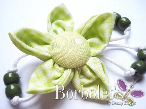 Broche- Green flower