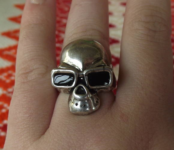 Anel Skull with Sunglasses!