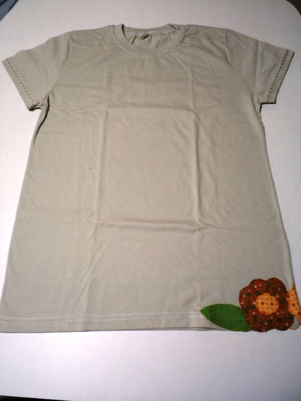 Camiseta Flor Patch Aplique