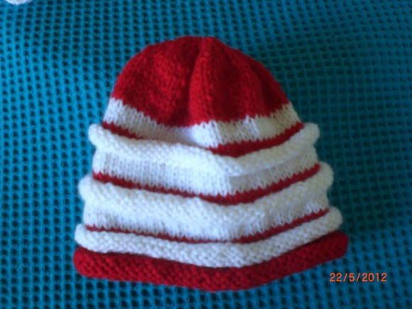 a0b9c7446fffb Touca de Tricô Vermelha com Branca no Elo7