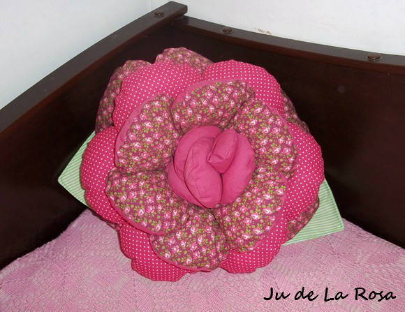 Almofada Rosa Floral & Pois Pink (G)