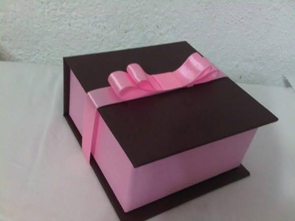 697ec8bbcd5f4 Caixa cartonagem doces no Elo7   Atelier das Lopes (25B831)