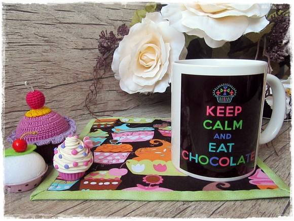 Caneca e ou Mugrug Keep Calm Eat Choco