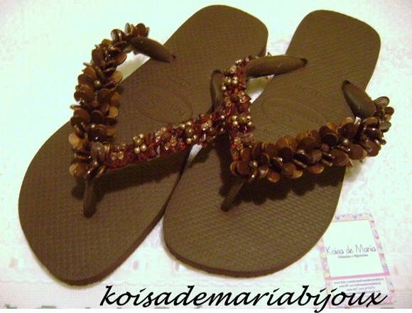 havaiana top bordada com pedraria