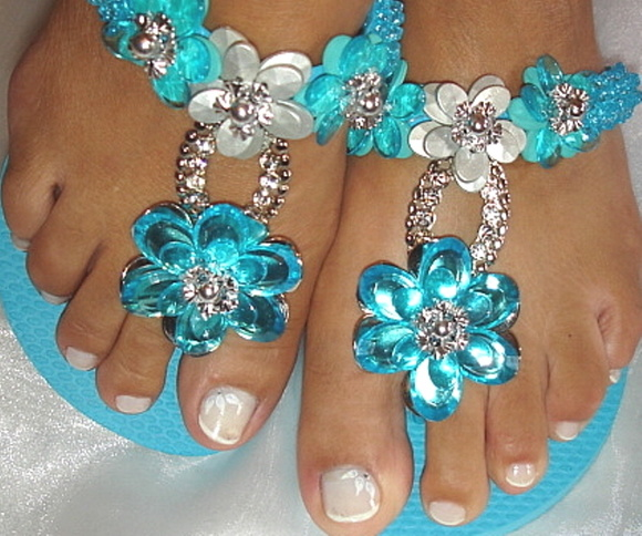 Chinelo Bordado Azul com Strass 2