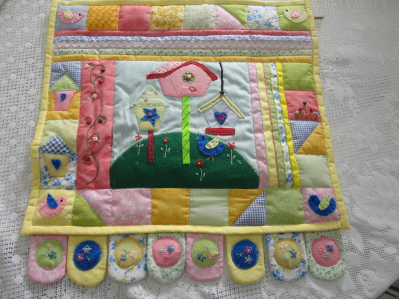 Painel casa de passarinho no elo7 arlete pinturas e - Casas de patchwork ...