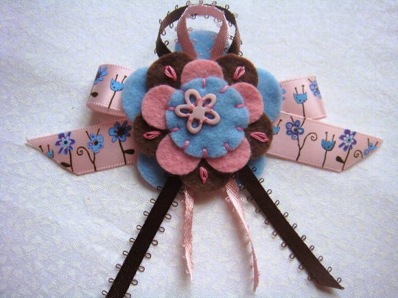 Broche Pink Brown Blue