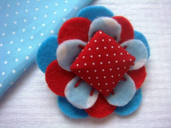 Broche Blue Red