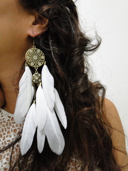 Brinco Dreamcatcher de Metal com Penas