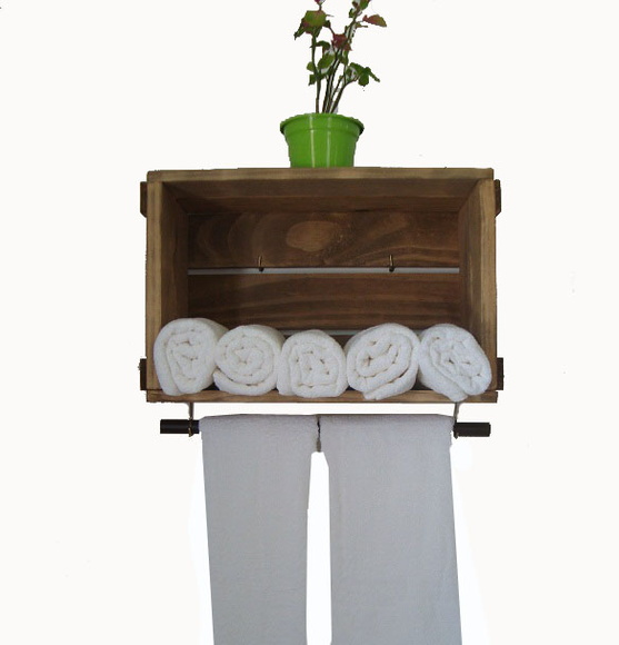 Caixotinho com porta toalha  Caixaria móveis  Elo7 -> Armario De Banheiro Com Caixa De Feira