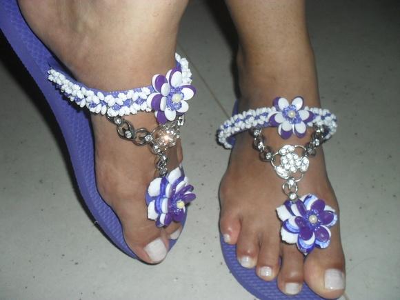 Meus pes em sandalia preta alta - 2 8
