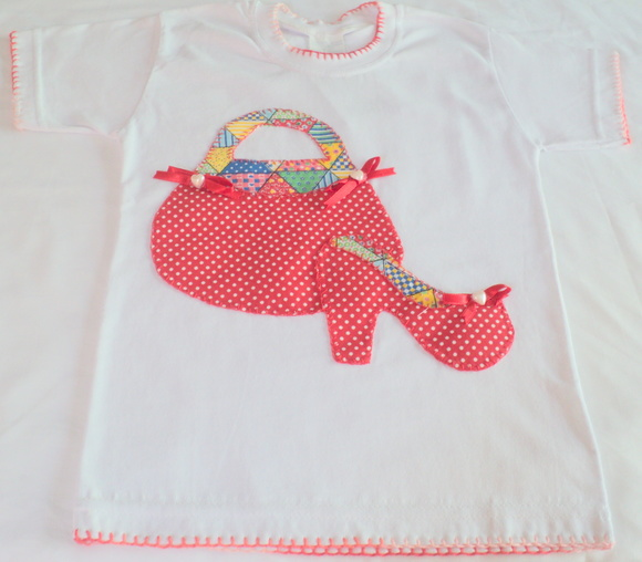 Camiseta infantil com patch aplique