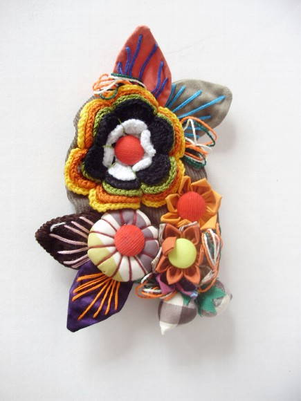 Broche flor e fuxico color mix