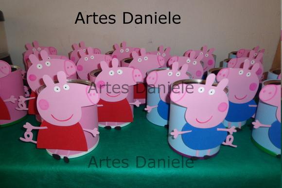 Latas decoradas peppa pig artes daniele elo7 for Mesa de peppa pig