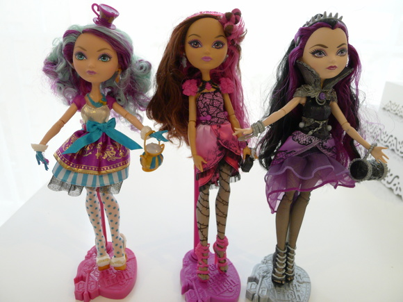 Bonecas Ever After High Locação