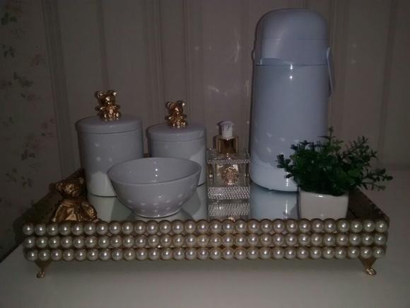 Bandeja em MDF dourada coberta com pérol  Ateliê da Bibizinha  Elo7 -> Kit Banheiro Mdf Decorado