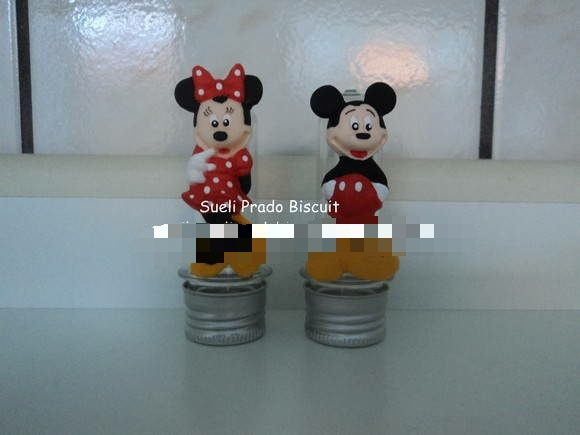 Tubete da Minnie e do Mickey.