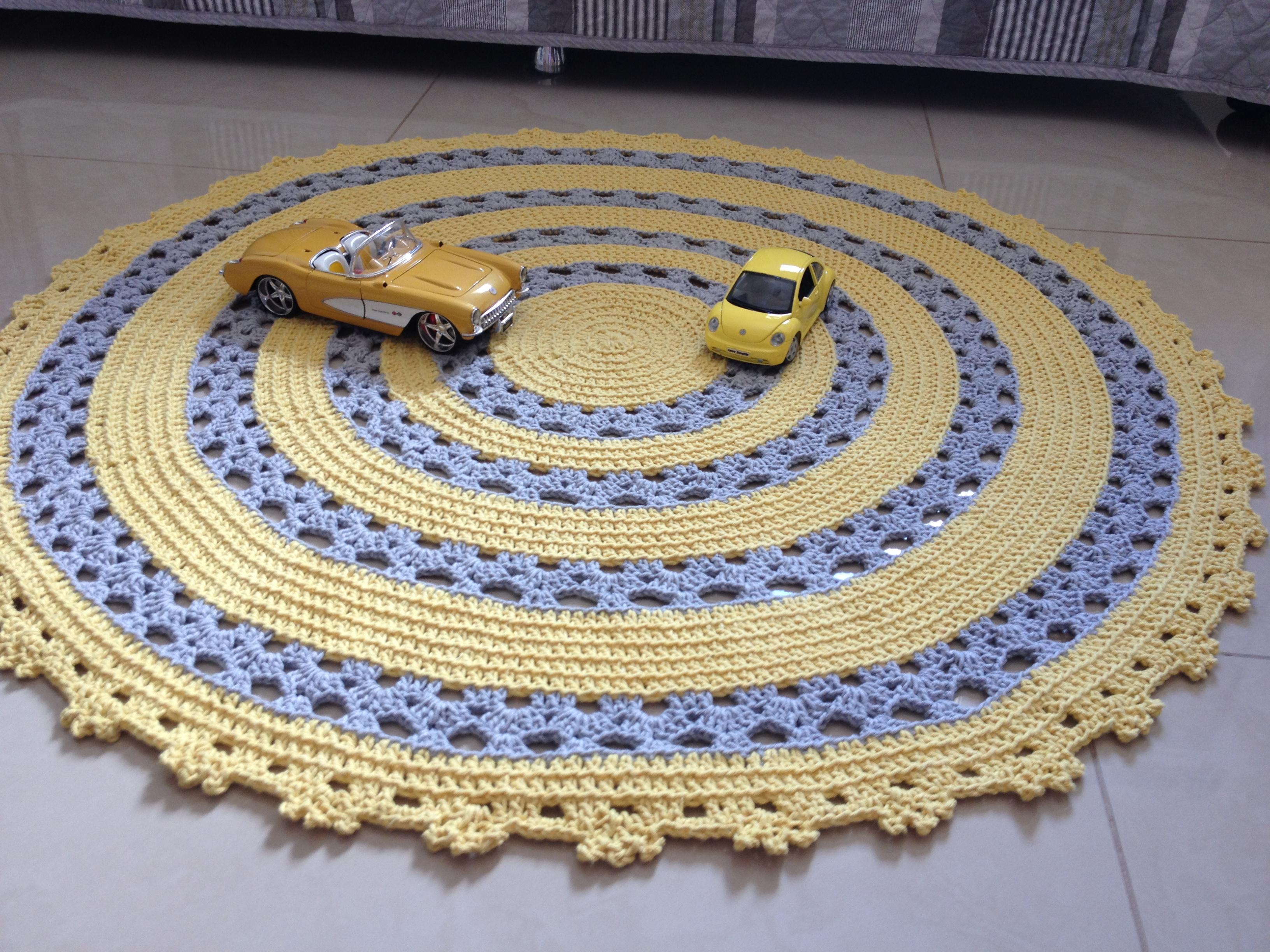 Tapete amarelo e cinza Ateliê Vera Peixoto Elo7