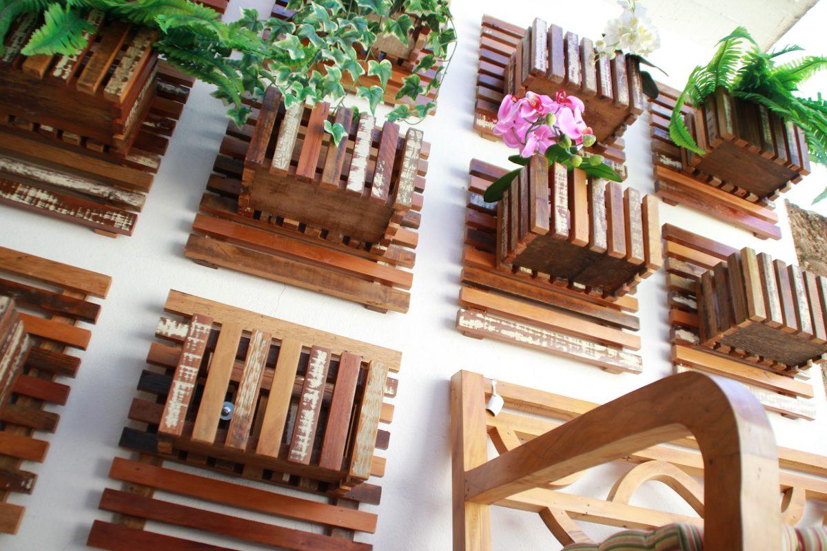 Como Fazer Painel De Madeira Para Jardim Jardim Vertical X Capri  -> Floreira Vertical