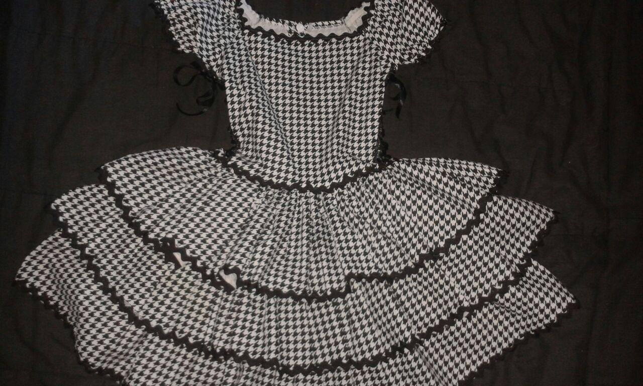 Vestido de festa junina preto e branco