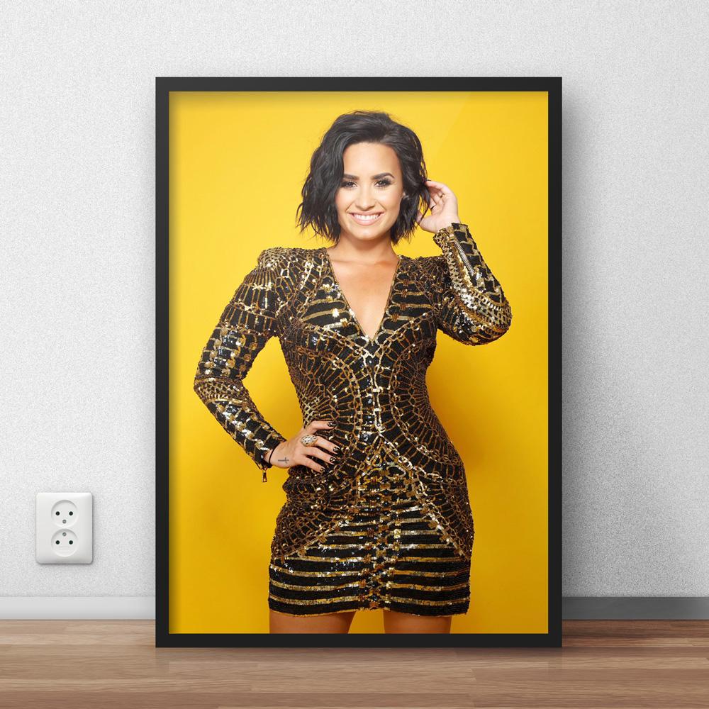 Poster Demi Lovato com Moldura | Elo7