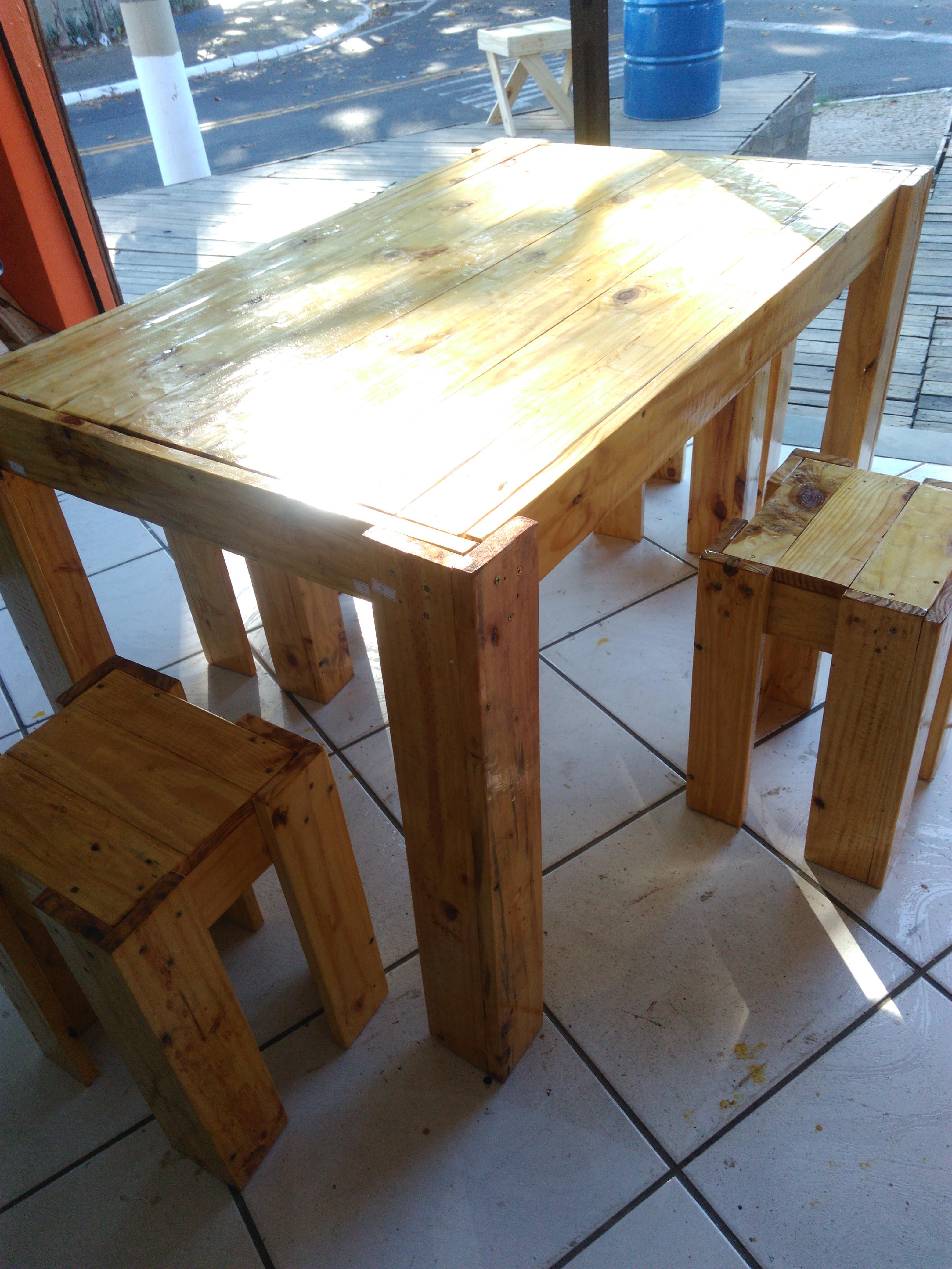 Mesas de jantar com paletes mesa de jantar feitas com for Mesa de pallet