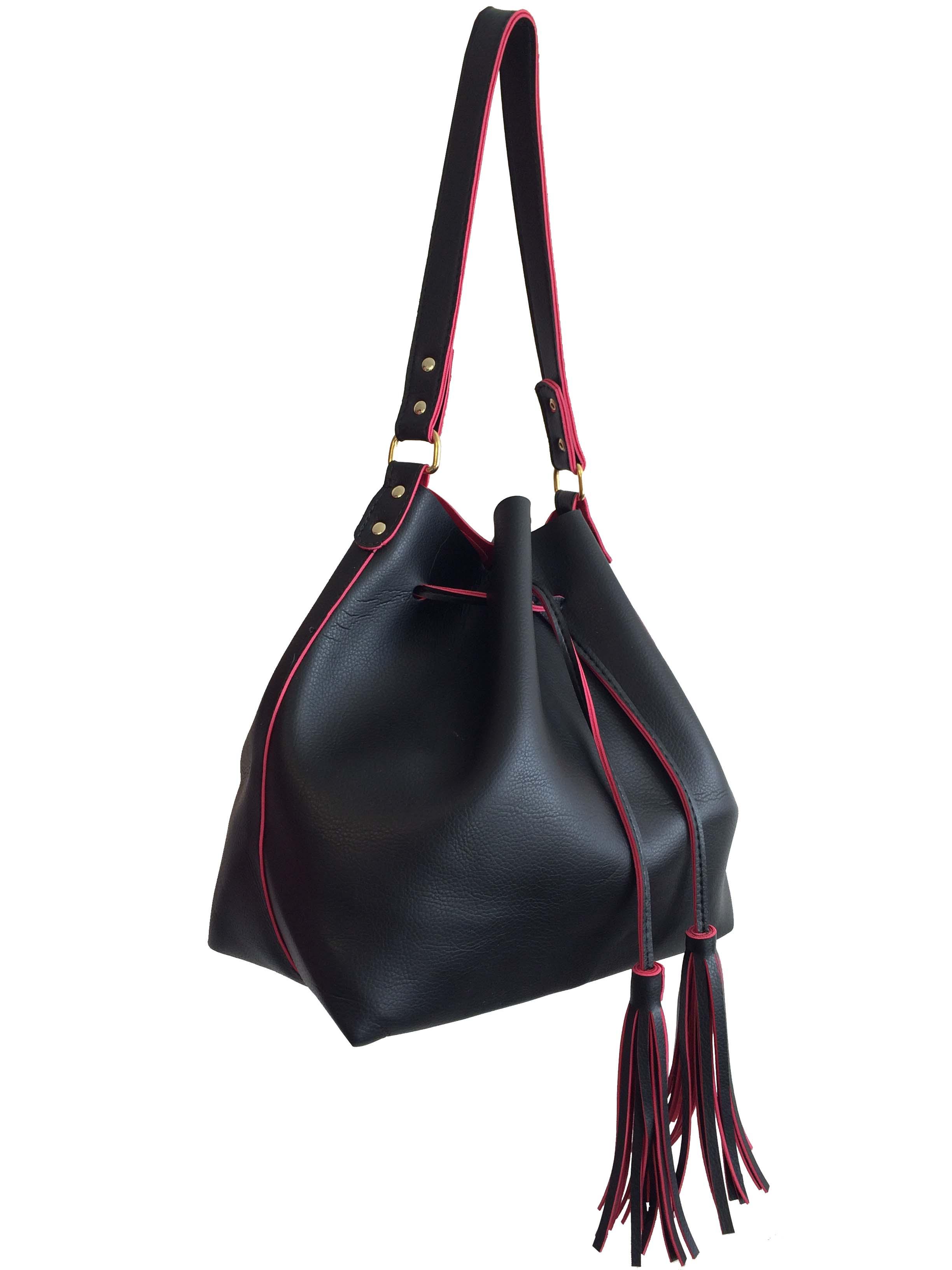 17ccf70ac Bolsa feminina grande saco transversal preta e vermelha no Elo7 | Meu Tio  Que Fez (786D00)