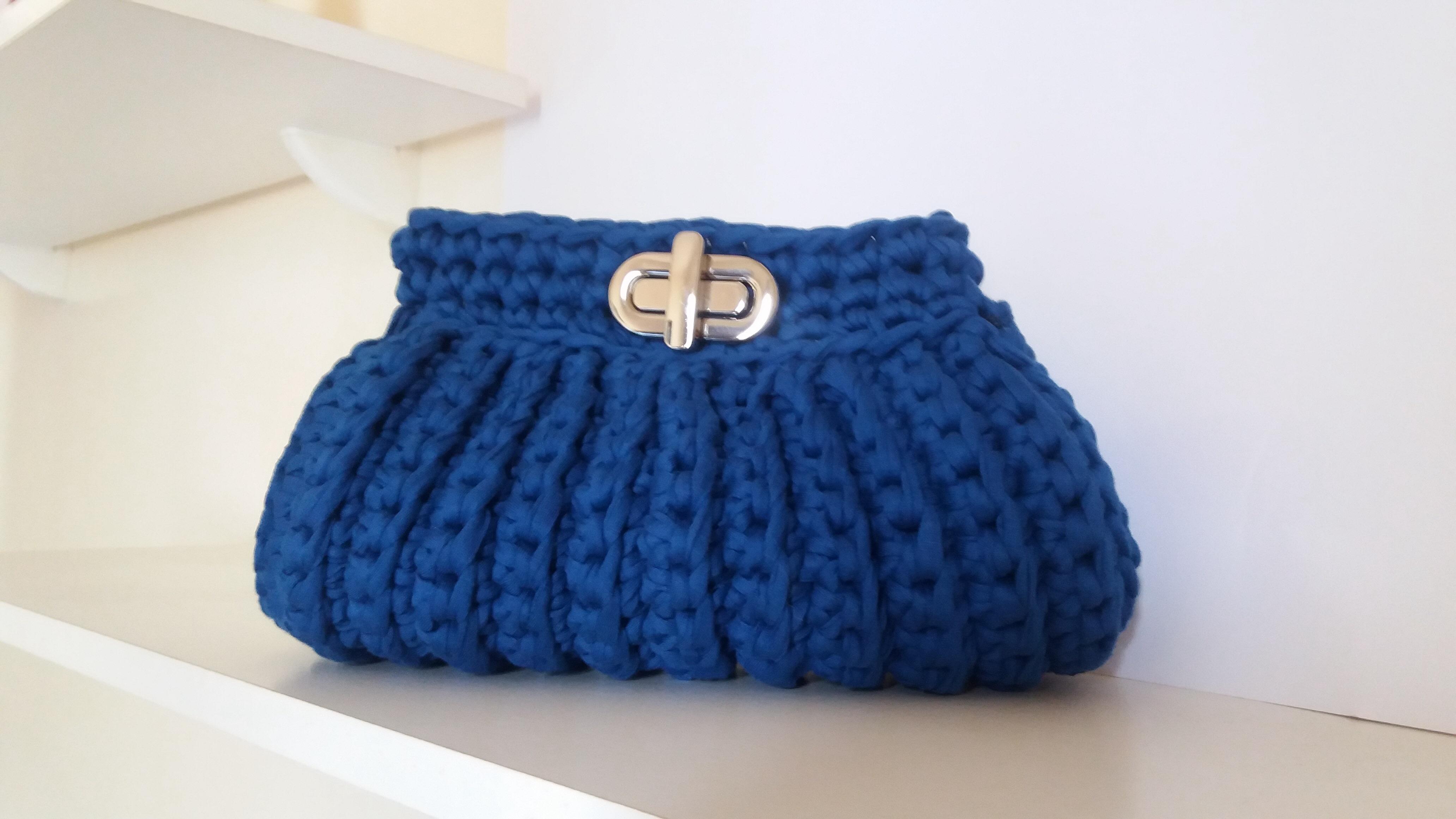 Bolsa De Mão Em Crochet : Clutch em fio de malha azul roial luciana garcia