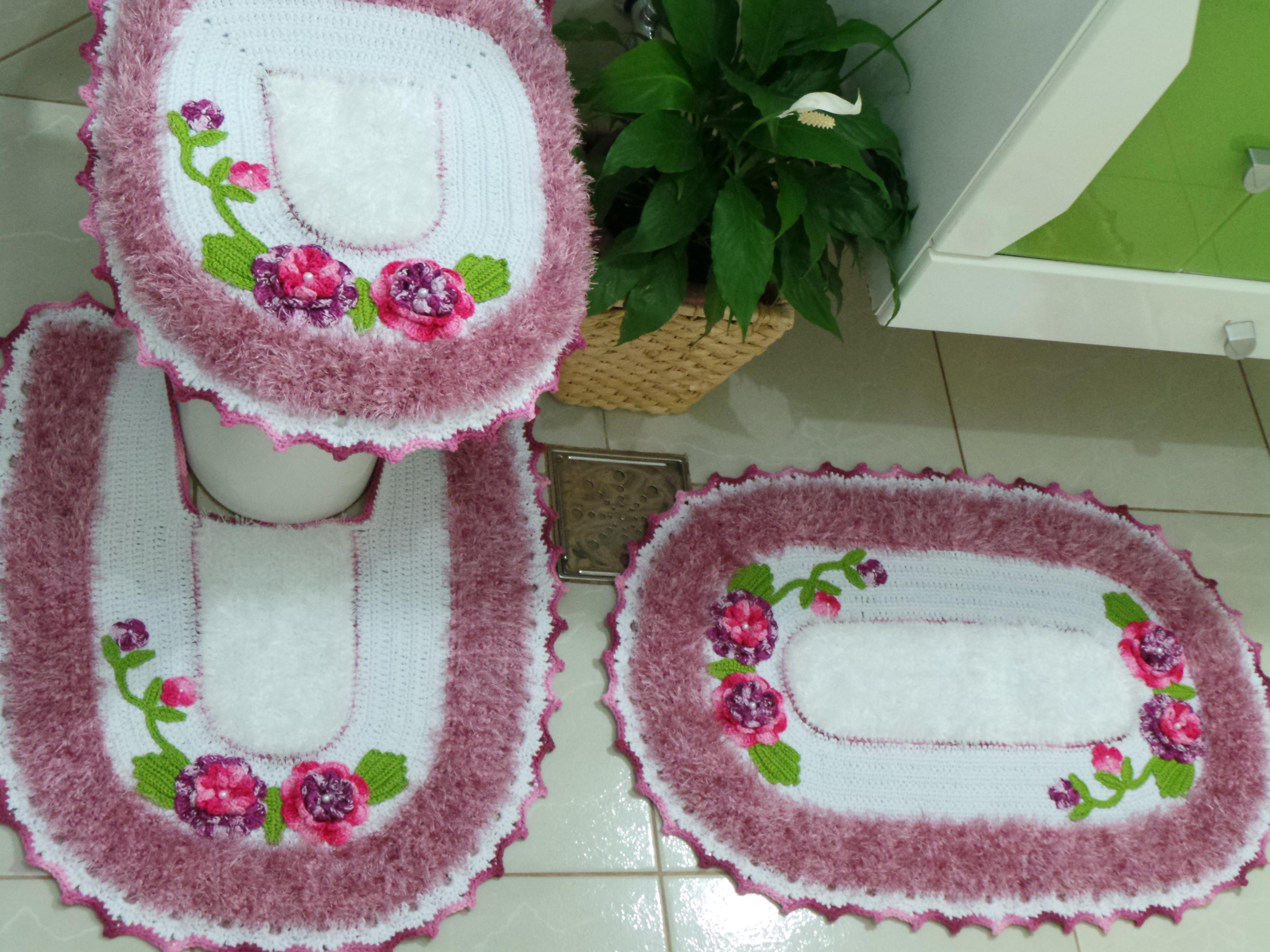 Jogo tapete banheiro maravilha rosa bya bordados elo7 for Rosa tapete