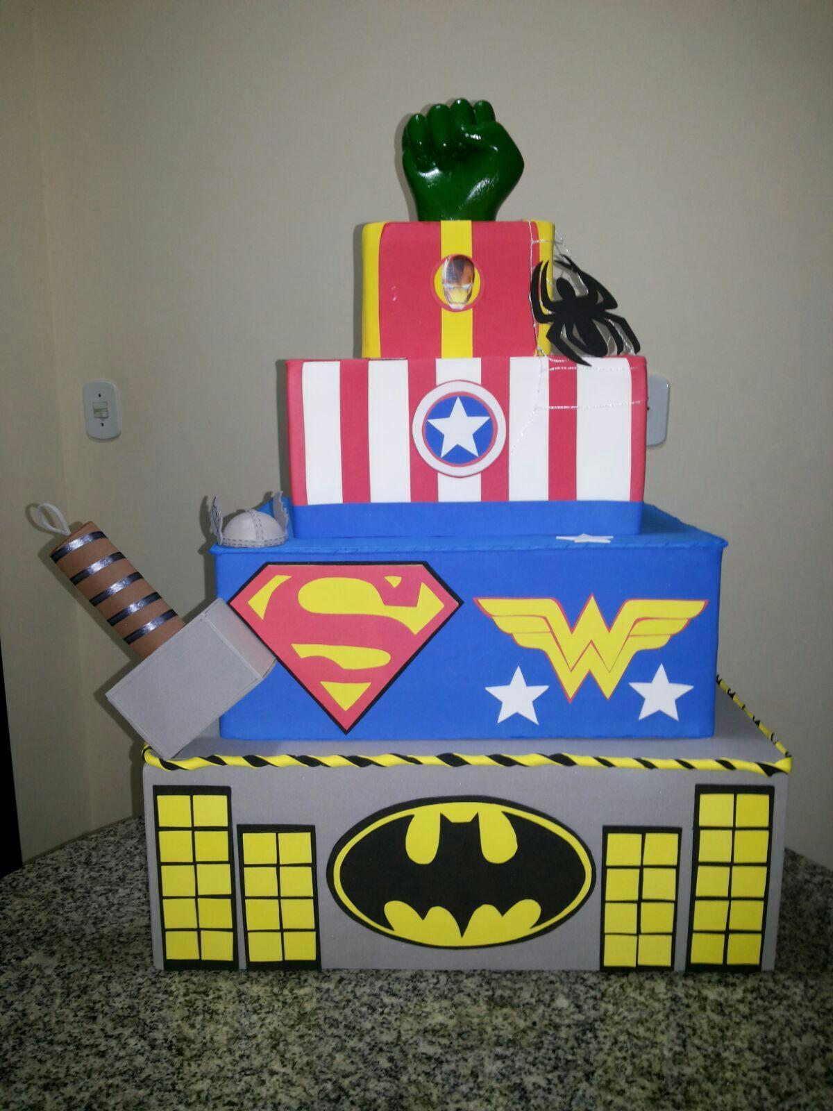 Bolo Falso Maquete Cenográfico Capitão America Heróis Super Homem
