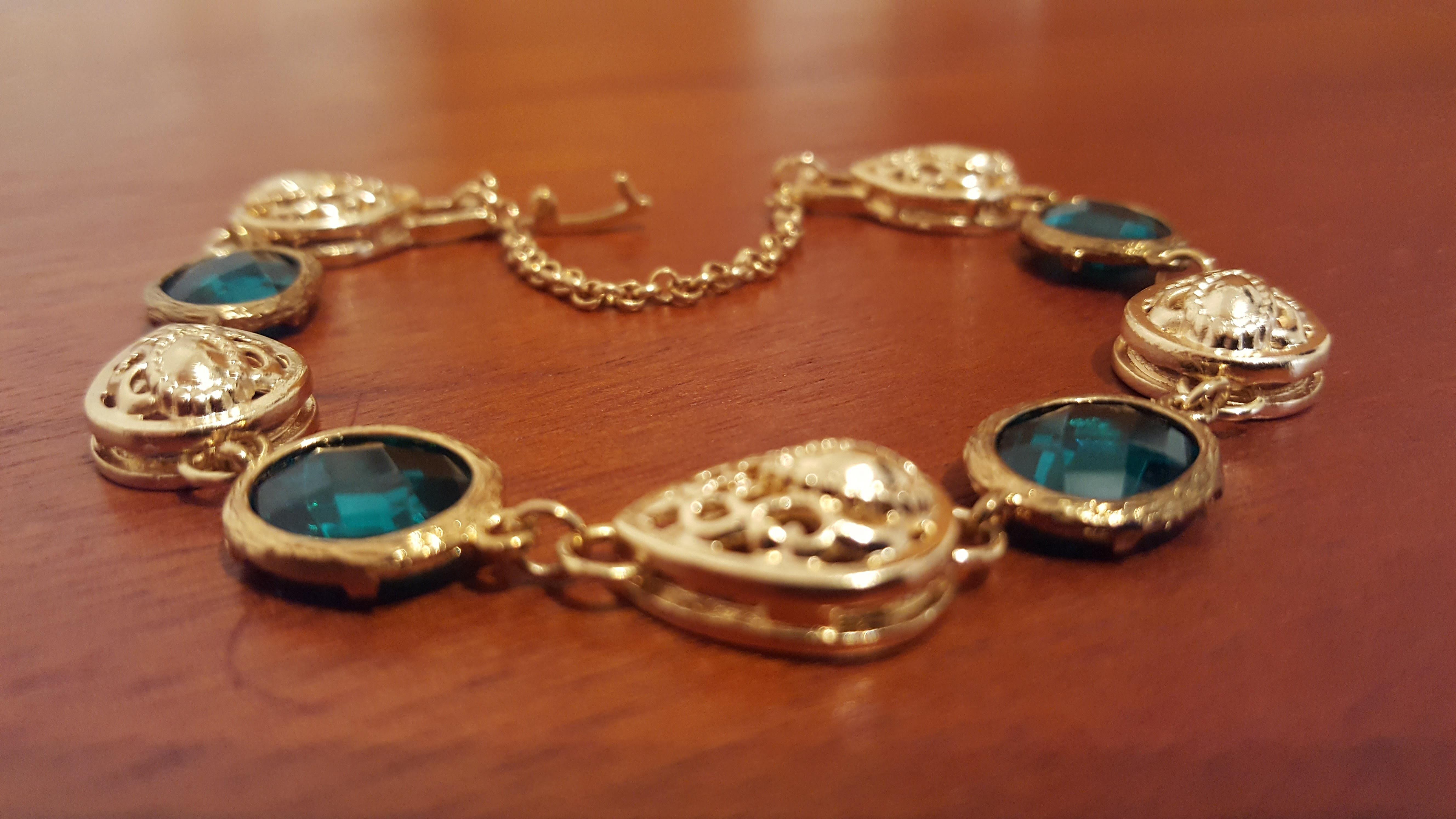 Design Of Pulseira Dourada com Cabochão Verde e preço