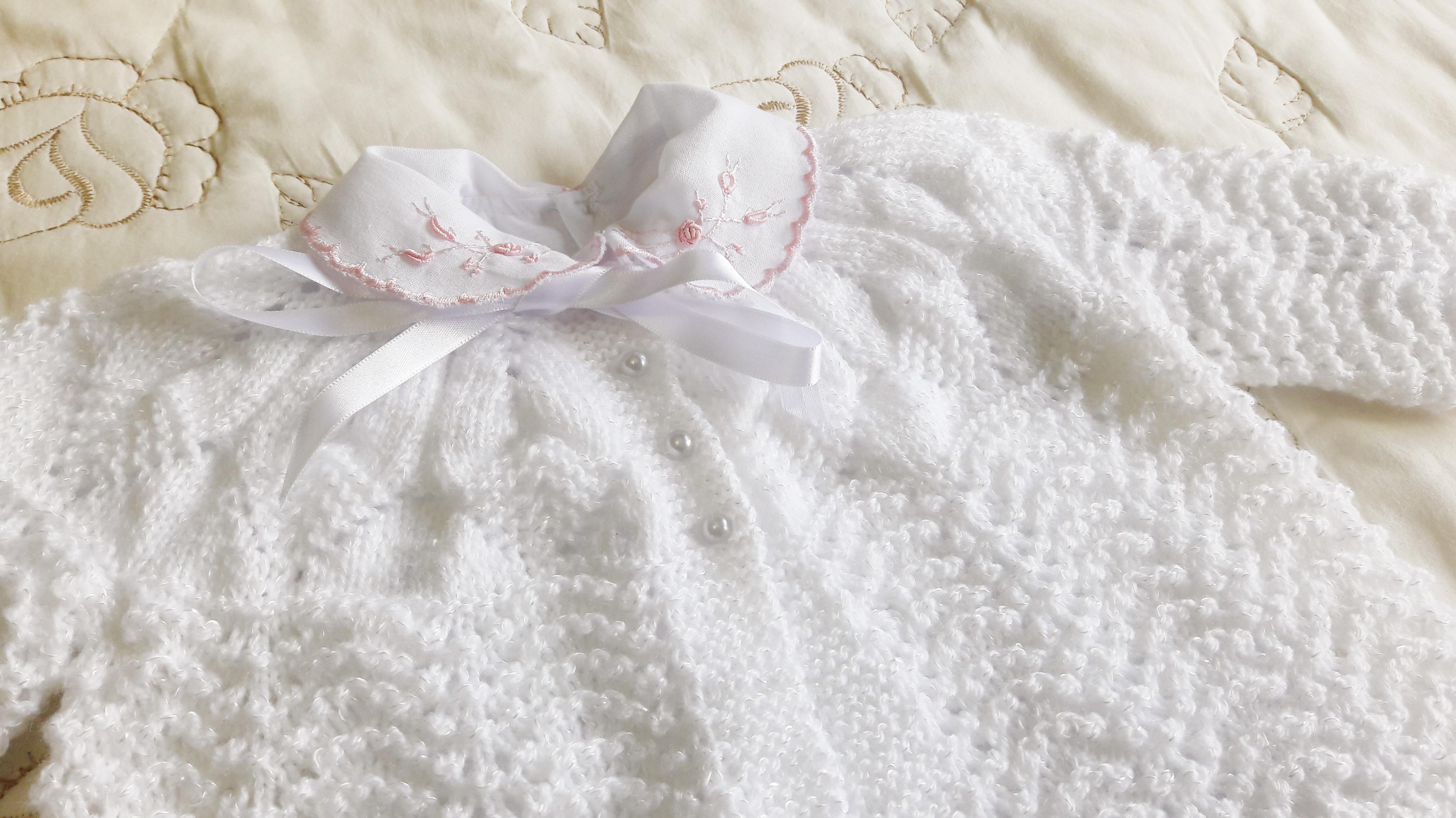 conjunto em tric feito a m o branco ros v lecy tric elo7. Black Bedroom Furniture Sets. Home Design Ideas