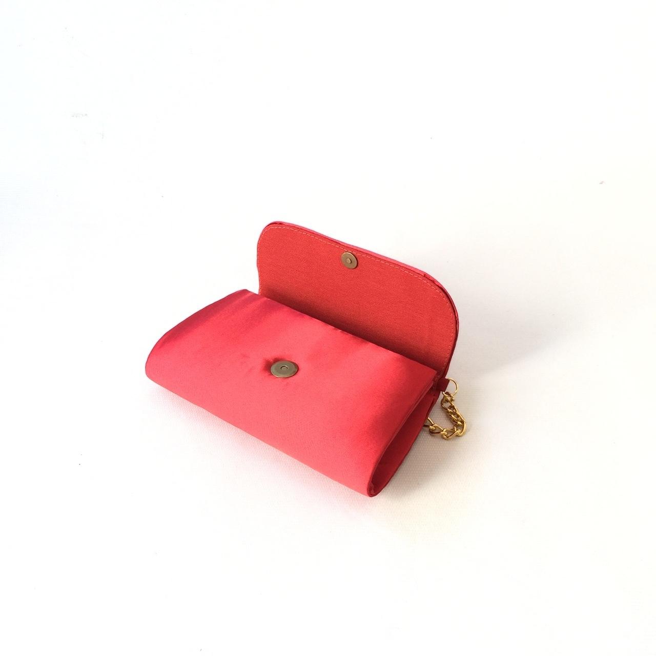 9763c4b1bd Bolsa Vermelha Cetim Corrente Ouro no Elo7