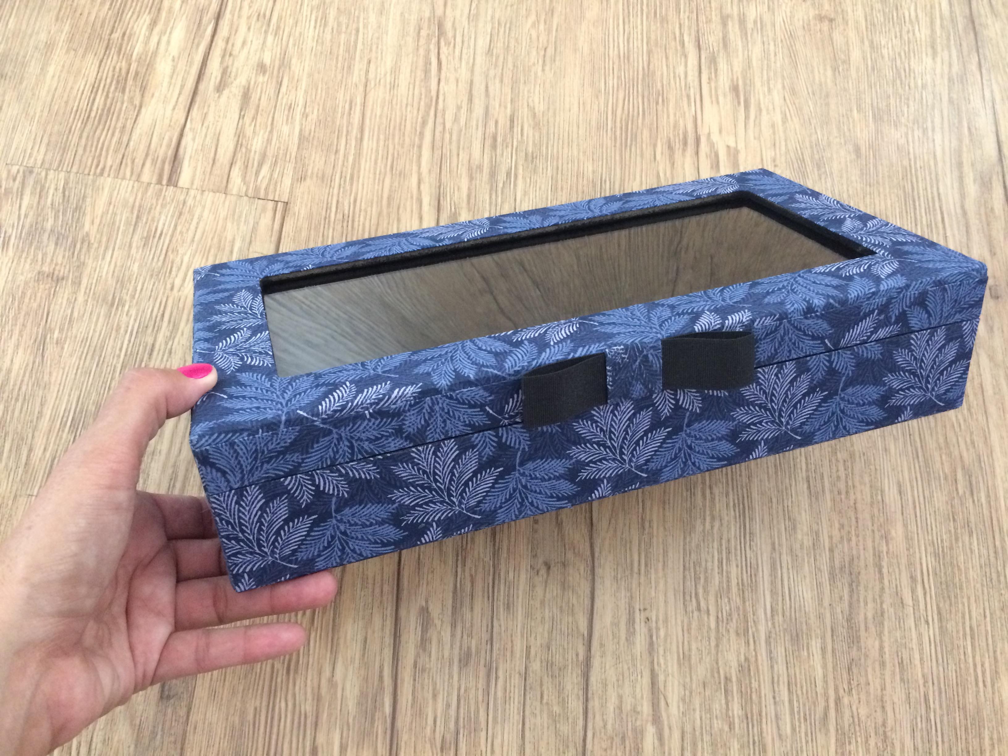 b2cbd4da07ae0 Caixa para Óculos com Visor de Vidro   Elo7