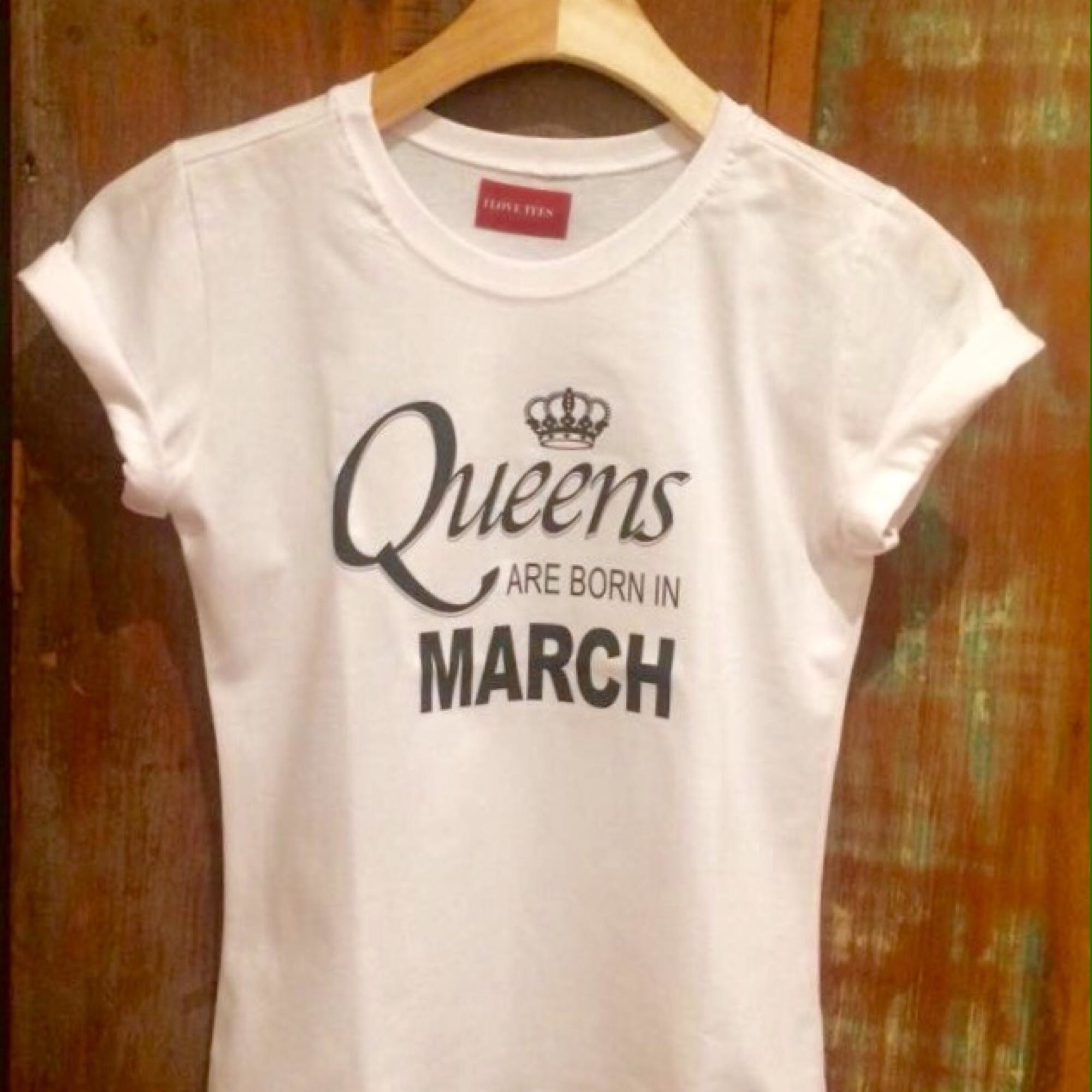 132a86d0bf Tshirt Queens are born July no Elo7