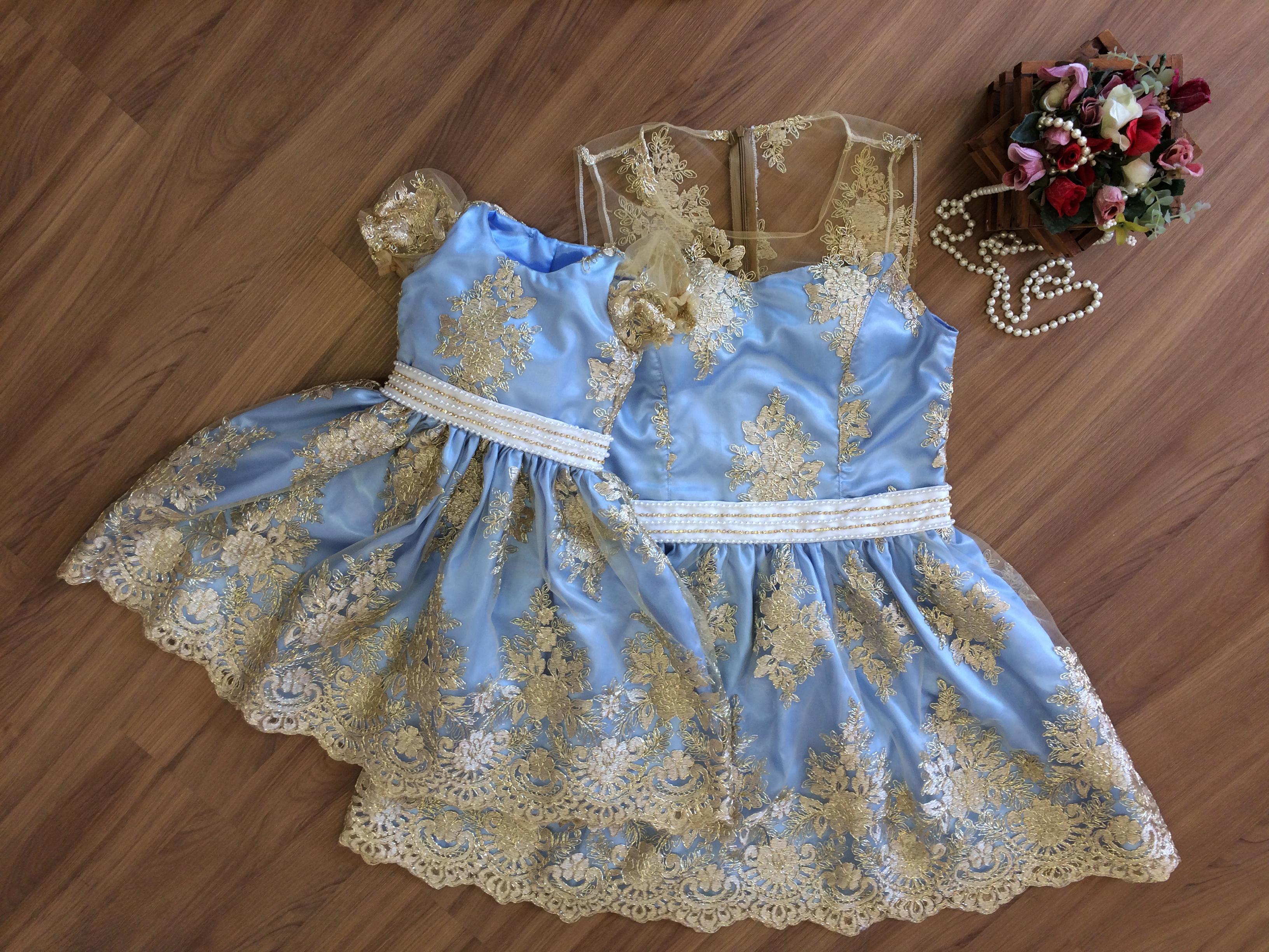 Vestido azul ou dourado imagem original