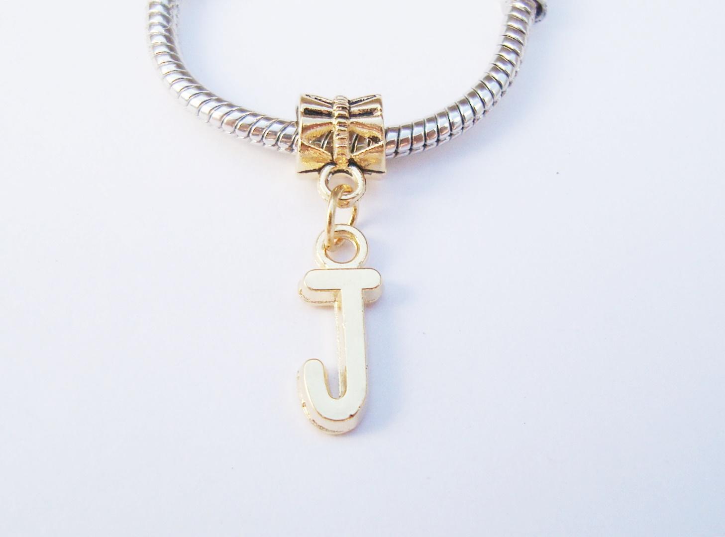 922cc69e95454 Pingente Banhada Ouro -Medalha Letra E no Elo7   HEVA Semi Joias (98F71A)