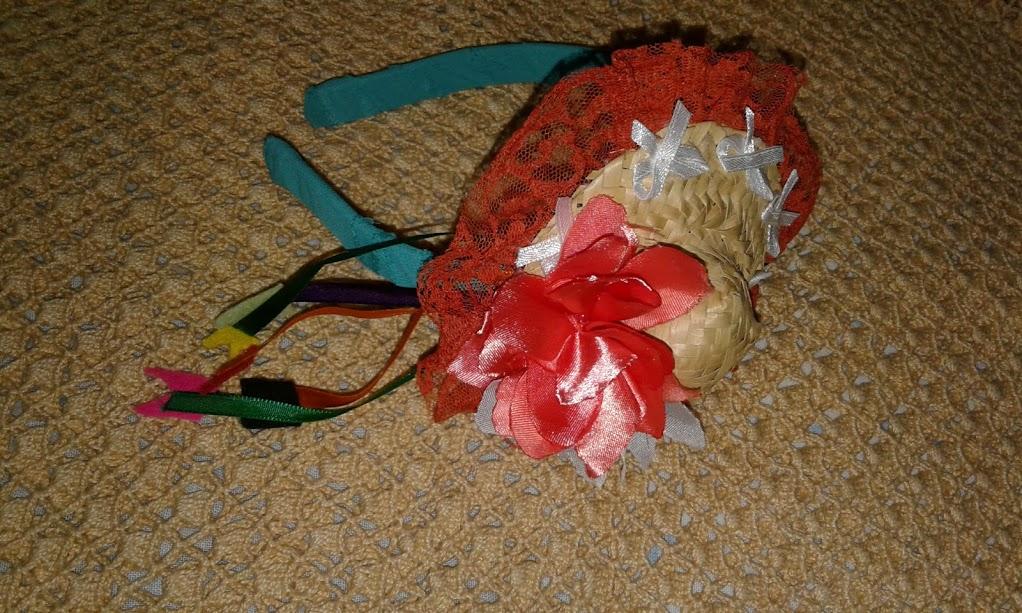 Tiara de Cabelo com Fitas e Mini Chapéu de Palha  6887c2a19e0